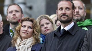 Haakon und seine Märtha Louise bei einer Gedenkveranstaltung in Oslo