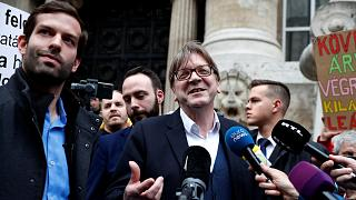 Szidalmazták és provokálták Verhofstadtot Budapesten