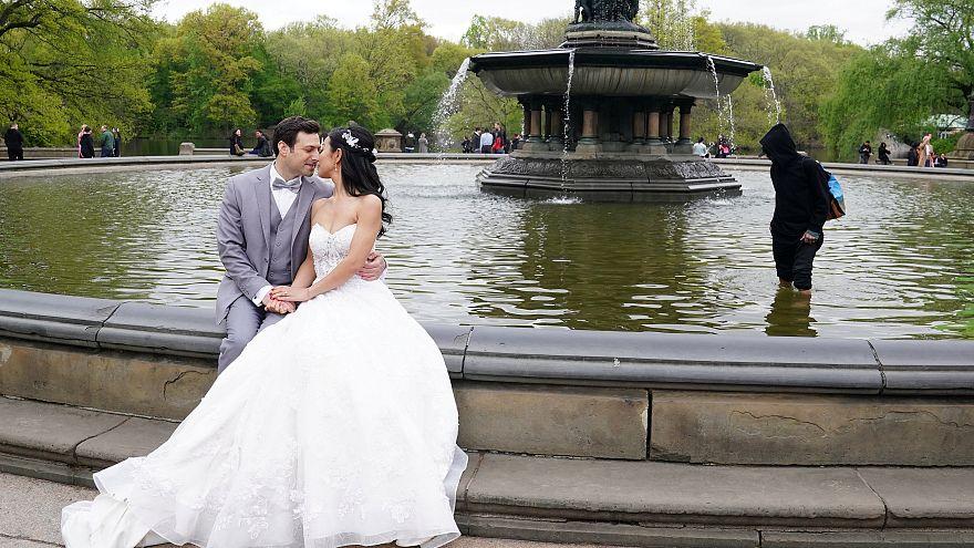 Türkiye'de mutluluk kaynağı olarak eşlerini görenler 6 senede yarı yarıya azaldı