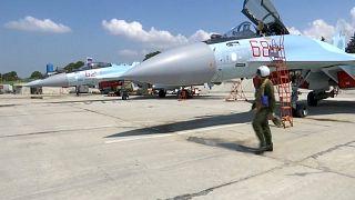 طائرتان حربيتان روسيتان من طراز سوخوي 27 في قاعدة حميميم الجوية في سوريا