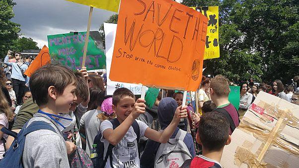 Több ezren a budapesti klímasztrájkon