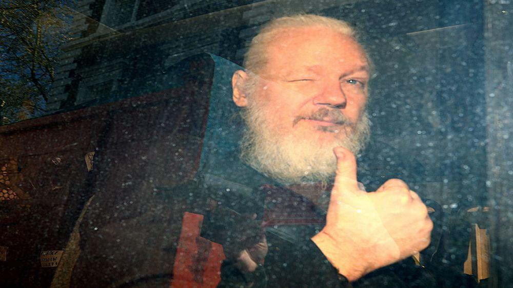 مؤسس ويكيليكس في شرَك العدالة الأمريكية: اتهامات بالتجسس وعقوبة قد تمتد لعقود