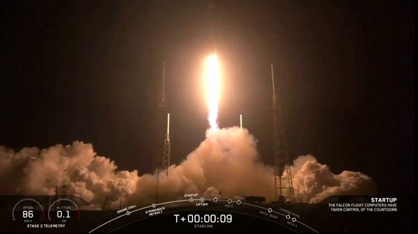 SpaceX dev internet projesi Starlink'in 60 uydusunu atmosfere gönderdi