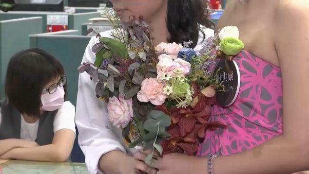 تايوان أول منطقة آسيوية تسجل رسميا زواج المثليين.. احتفالات ومباركة دينية