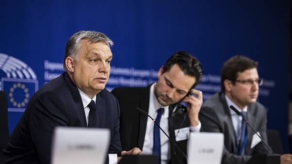 Orbán Viktor a Néppárt politikai közgyűlése után az Európai Parlamentben