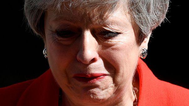 Theresa May könnyes búcsúja