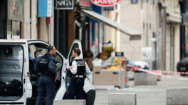 Estalla un paquete bomba en el corazón de Lyon