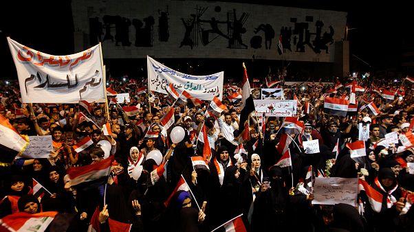 محتجون عراقيون وسط بغداد
