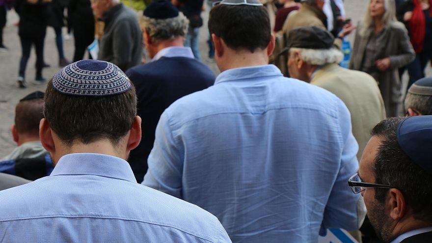 Almanya'da Yahudilere 'kipa takmayın' uyarısı