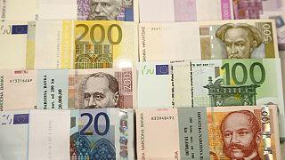 آرامش در بازار ارز؛ یورو از ۱۶ هزارتومان عقبنشینی کرد
