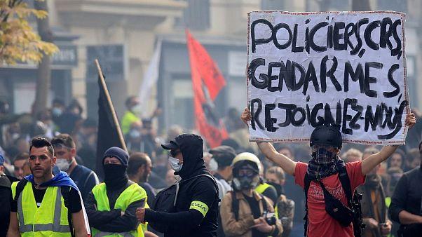 تظاهرات جلیقه زردها در پاریس: «پلیس، ژاندارم، به ما بپیوندید»