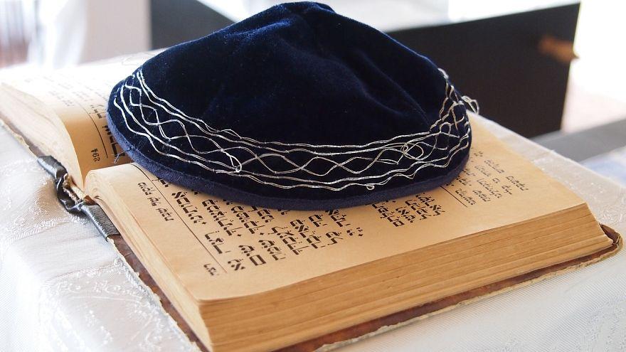 """زيادة معاداة السامية في ألمانيا تدفع لتحذير اليهود من ارتداء """"الكيباه"""""""