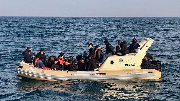 Fransa: Sığınmacıların İngiltere'ye gidişine yardımcı olan bot firması ve taksi şoförüne hapis