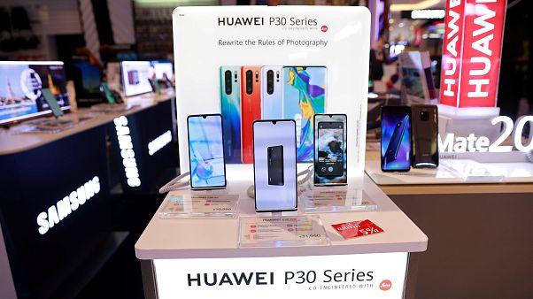 Analistler: Huawei akıllı telefon piyasasından silinebilir