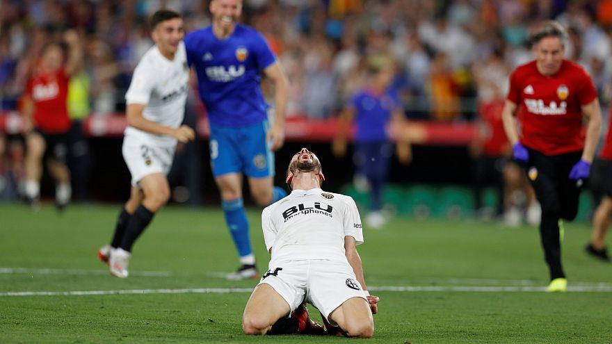 فالنسيا يهزم برشلونة 2-1 في نهائي كأس ملك إسبانيا لكرة القدم
