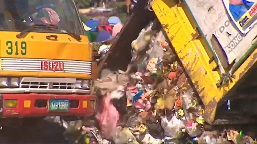 """فيديو: احتدام """"حرب القمامة"""" بين كندا والفلبين"""