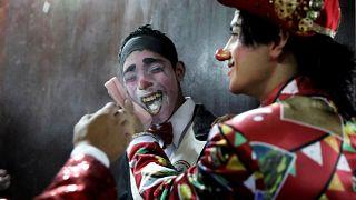 مهرجون في ليما يستعدون لإحياء يوم المهرج