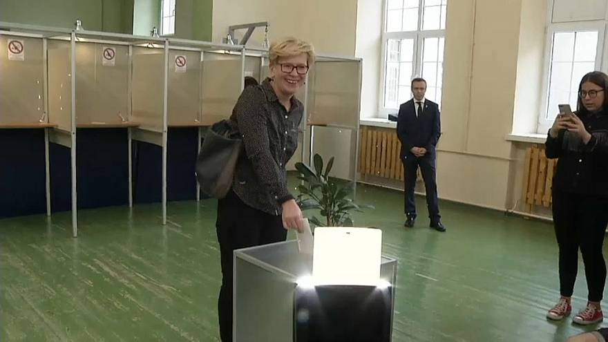 Lithuanian presidential rivals in 2nd round face off