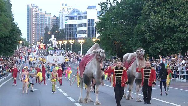 A Sotchi, un carnaval ouvre la saison estivale