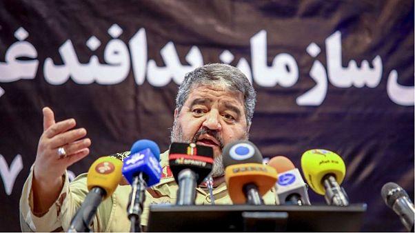 راهکار یک فرمانده نظامی: ایرانیها دلارهای خود را در خیابان آتش بزنند