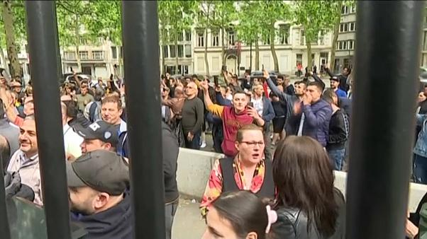 Ουρές πέντε ωρών για τους Ρουμάνους της διασποράς