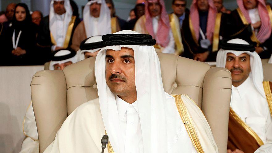 الشيخ تميم بن حمد آل ثاني خلال القمة العربية في تونس (أرشيف)