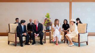 الرئيس الأمريكي وعقيلته في ضيافة امبراطور اليابان الجديد