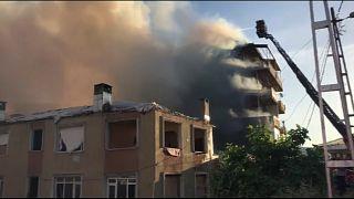 Kadıköy'de yangın: 2 ölü 4 yaralı