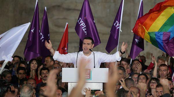 رئيس وزراء اليونان أليكسيس تسيبراس بين مسانديه خلال حملته الانتخابية