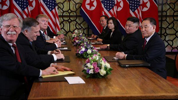 جون بولتون مستشار الأمن القومي الأميركي خلال لقاء القمة بين ترامب وكيم