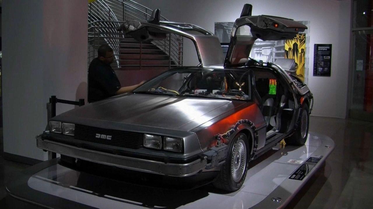 De la DeLorean à la Batmobile, ces icônes de la pop culture exposées à Los Angeles