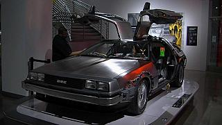De la DeLorean à la Batmobile, ces icônes de la pop culture exposées à Los Angeles