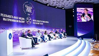 """مناظرات """"الإعلام الأوروبي الآسيوي"""" تحطم القوالب النمطية بشجاعة"""