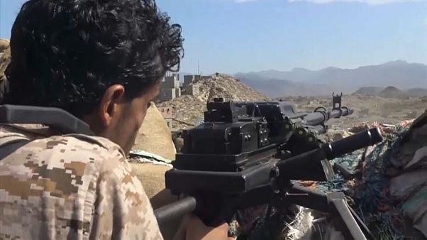 شاهد: الجماعات المتحالفة مع قوات التحالف العربي تشن هجوما على مواقع الحوثيين في تعز