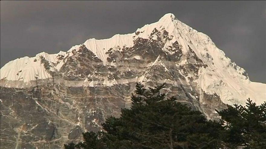 Sobrelotação do Evereste aumenta riscos para alpinistas