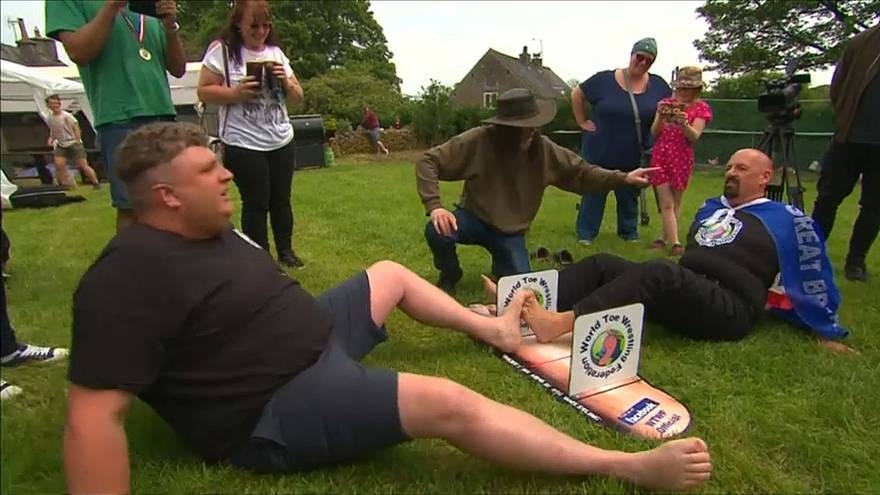 Contestants lock toes and try to push their opponent's foot to the side