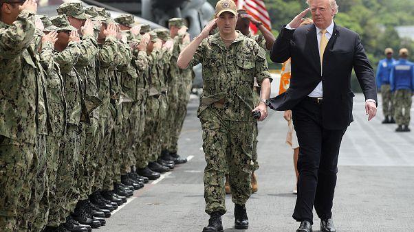 الرئيس الأميركي دونالد ترامب في قاعدة عسكرية في اليابان