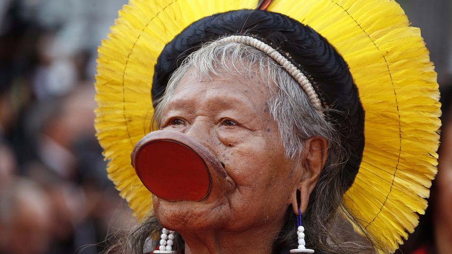 El líder indígena Raoní visita Lyon para pedir la emergencia climática