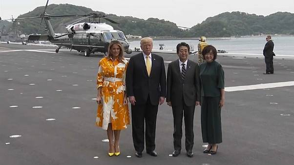 Muster und High Heels: Melanias exquisite Japan-Garderobe