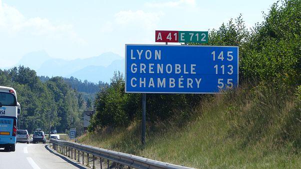 Foto di cartello autostradale in Alta Savoia, Francia by Marc Mongenet
