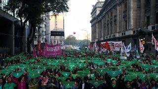 """مظاهرة حاشدة أمام البرلمان الأرجنتني دعماً لـ""""حق الإجهاض"""""""