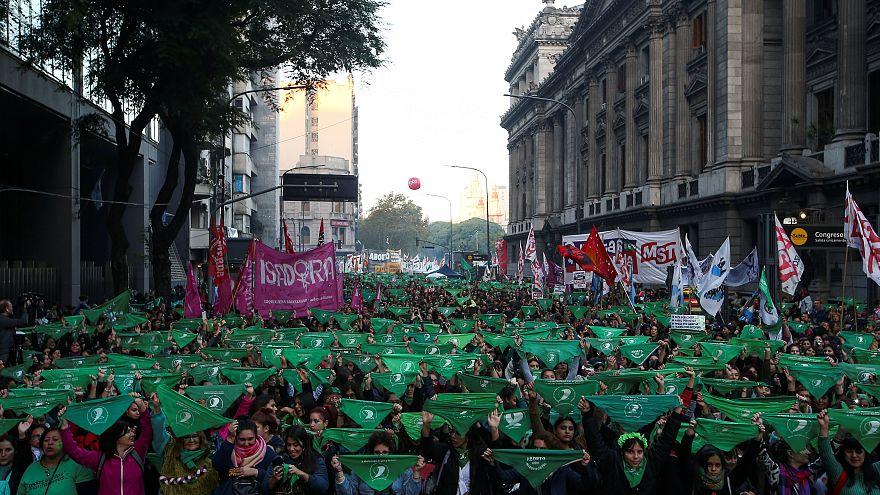 راهپیمایی سبز آرژانتینیهای طرفدار قانونی شدن سقط جنین