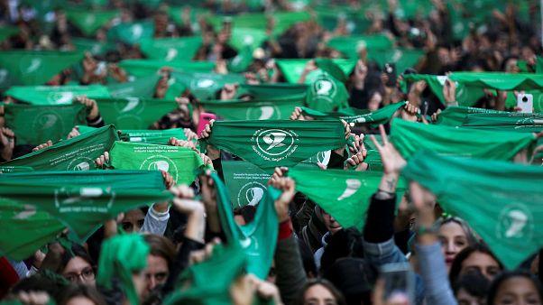 Una marea verde recorre Argentina para reclamar una nueva ley del aborto