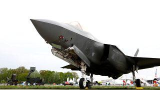 مقاتلة إف-35 المتقدمة التي تصنعها شركة لوكهيد مارتن في معرض جوي في بر