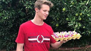 """""""فتى البيضة"""" يتبرع بمبلغ خيالي لأسر ضحايا المسجدين في نيوزلندا"""