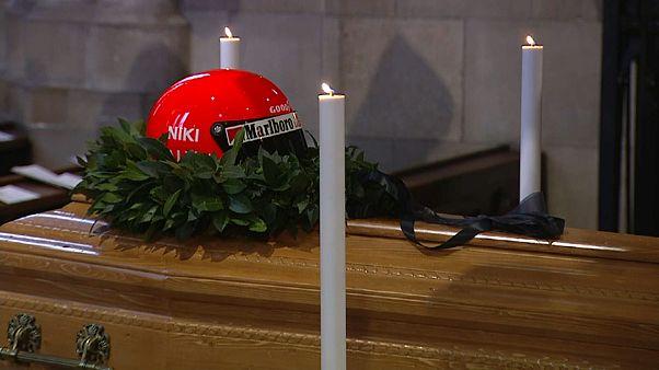 Trauerfeier für Niki Lauda: Hunderte Fans und VIPs im Stephansdom