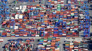 A vámháború visszafogja a gazdasági fejlődést
