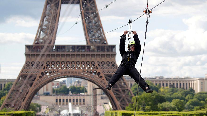 ویدئو؛ پرش ماجراجویانه از برج ایفل با زیپلاین