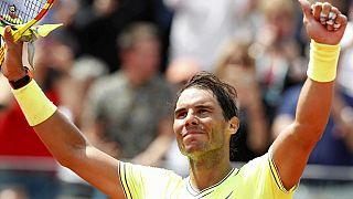 Nadal y Federer avanzan sin problemas en Roland Garros