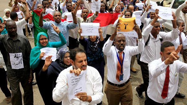 القطاع المصرفي يستجيب لإضراب المعارضة السودانية ويشل البنوك